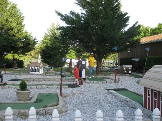 Ramblin Pines Campground: mini golf