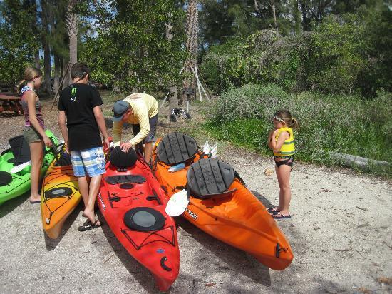 Sea Life Kayak Adventures: Tom, adjusting each Kayak for each Kayaker...