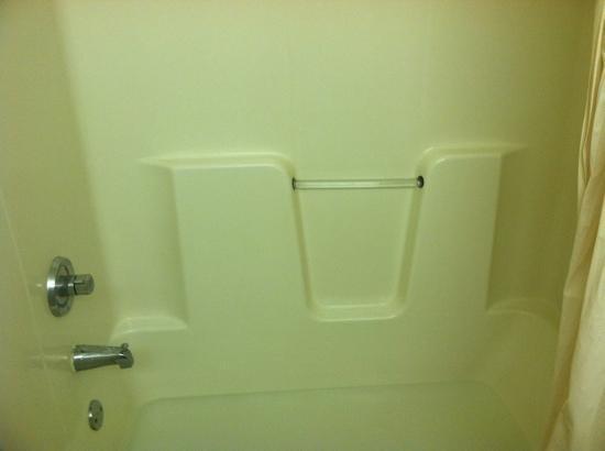 Home Towne Studios - Covington: bathroom