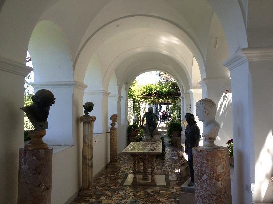 Villa San Michele: Statues