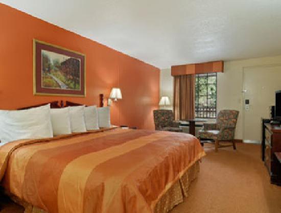 Days Inn Dalton: King Bed