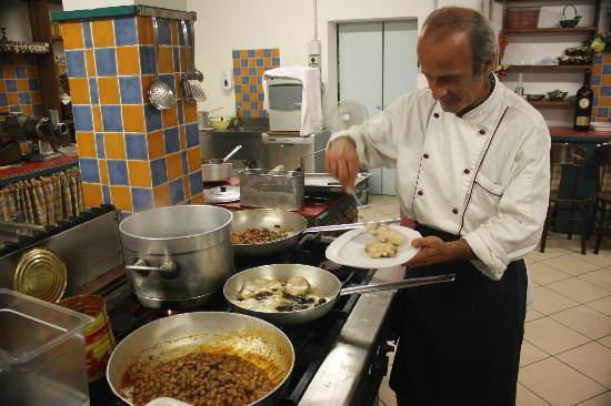 Love Umbria Tours: Chef Claudio hard at work!