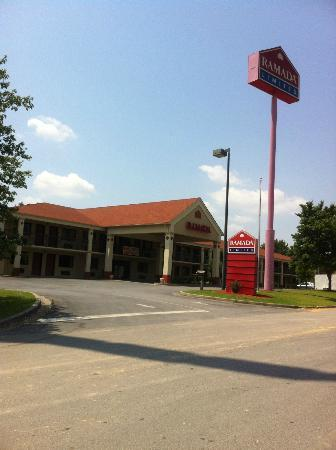 Ramada Limited Adairsville: The hotel