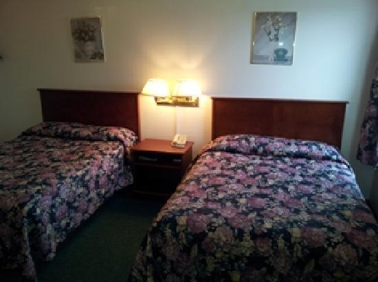 Stop In Family Hotel : Two double beds room $109 per nights for two adults - May 20, 2012
