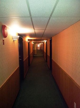 Stop In Family Hotel : Third floor hallway - May 20, 2012