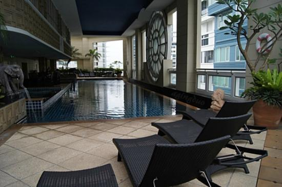 Mayfair, Bangkok - Marriott Executive Apartments: indoor swimming pool with even depth of 1.30 m