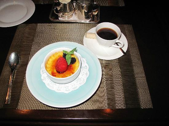 Roy's Restaurant: creme brulee and coffee