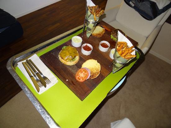 SIDE Design Hotel Hamburg: Dinner Hamburger