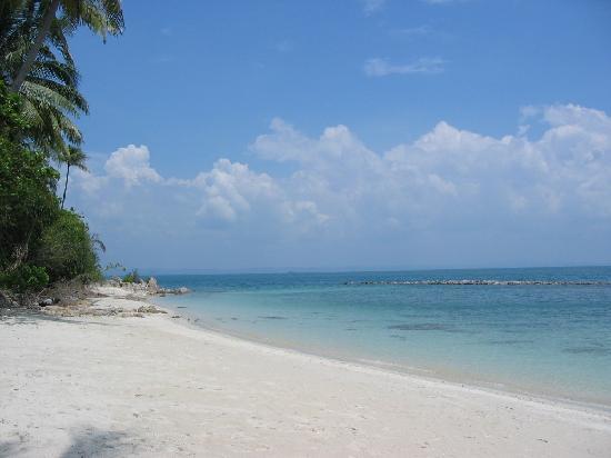Sibu Island Resort: Beach