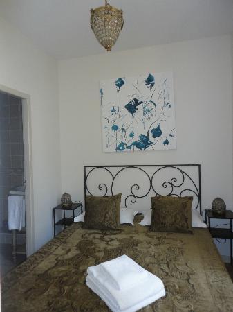 Autour du Petit Paradis : Bedroom
