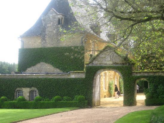 les Jardins du Manoir D Eyrignac: porche du manoir