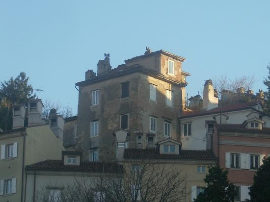Trieste, Italien: una panoramica di costruzioni della parte vecchia