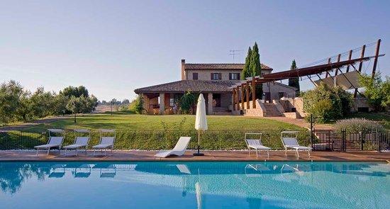 Agriturismo Bartolacci: Panoramica dalla piscina