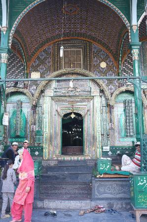 Shah-e-Hamdan : Main door