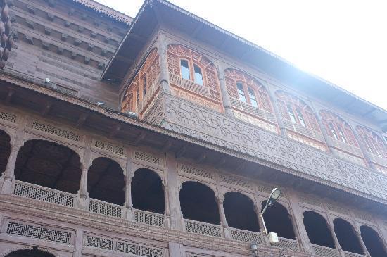 Shah-e-Hamdan : Wooden old building