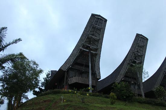 Toraja Heritage Hotel: View of the resorts traditional houses/rooms