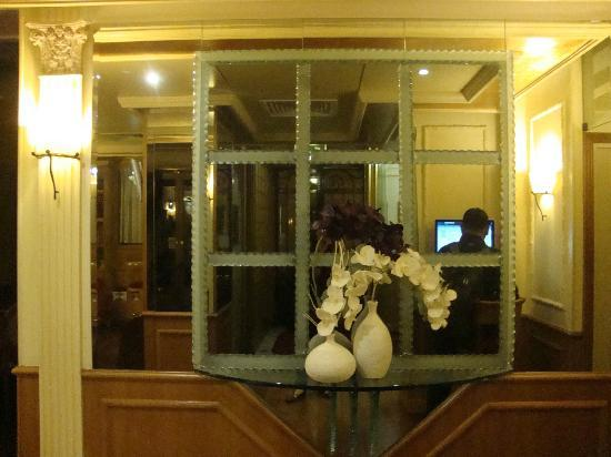 Hotel Gavarni: lobby