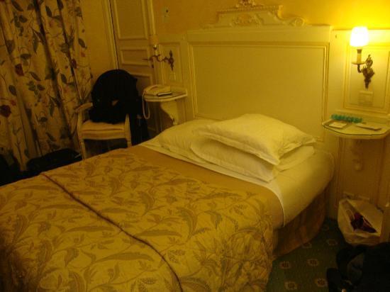 Hotel Gavarni : our room-superior queen