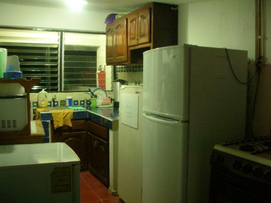 Haina Hostal: Kitchen