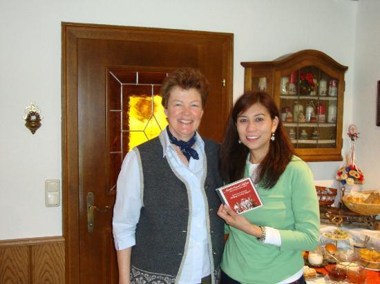 Haus Reichl Reiterweg B&B: with Mrs. Heichl - gave us a souvenir CD