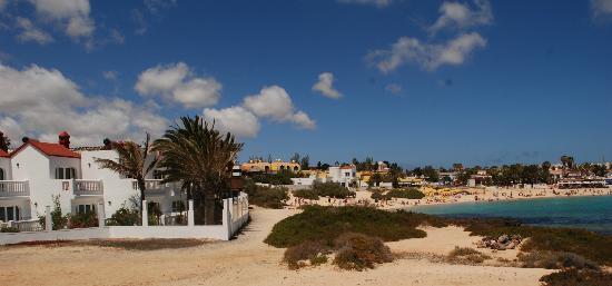 Galera Beach Resort: vista del complejo con Corralejo de fondo