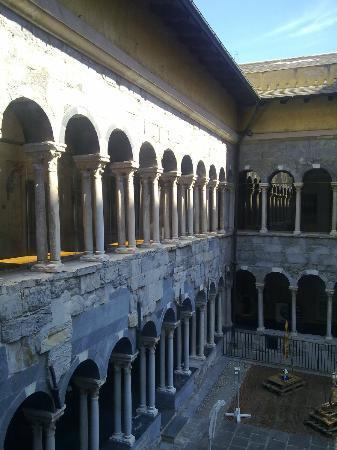 Museo Diocesano Chiostro dei Canonici di San Lorenzo : il chiostro dei Canonici