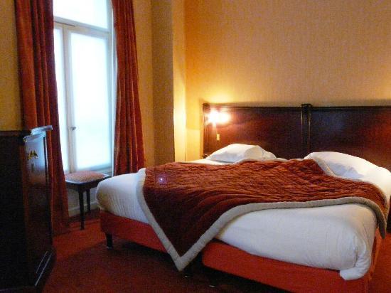 Ambassade Hotel: Chambre