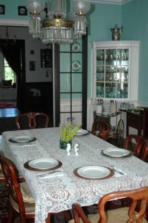 Silverstone Bed & Breakfast: Dining room