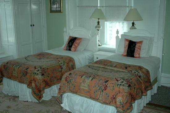 Silverstone Bed & Breakfast: Twin bedroom