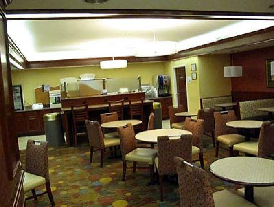 ‪هوليداي إن إكسبريس دورهام: Breakfast area at the Holiday Inn Express, Durham‬