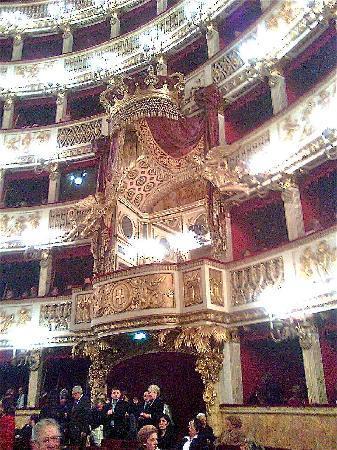 Teatro di San Carlo : The presidential (former royal) box