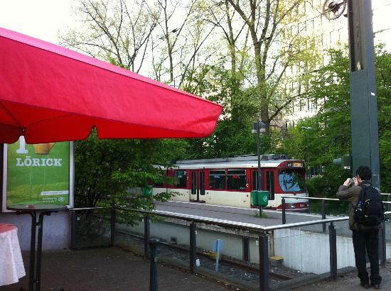 Courtyard Düsseldorf Seestern: ホテルから歩いて1分の Am Seesterm駅