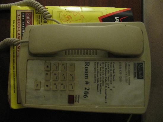 Scottish Inn Albany: phone never been cleened