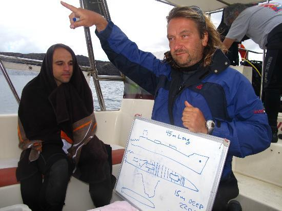 Aegean Divers Dive Center - Day Excursions: Briefing of the dive by Kostas