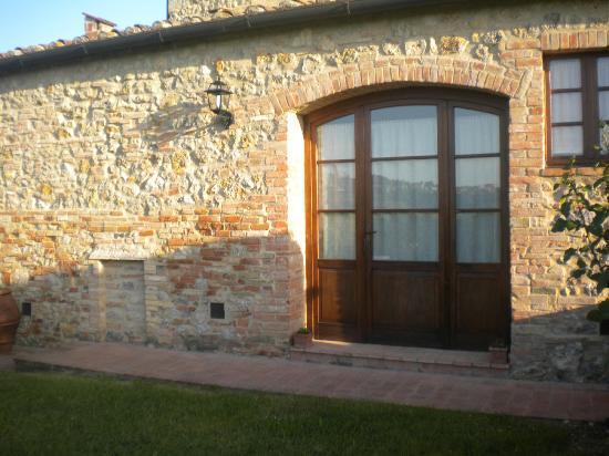 Agriturismo Il Casolare di Bucciano: ingresso della nostra camera dall'esterno della struttura