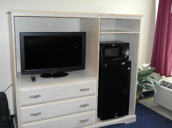 Quality Inn: TV, microwave oven, mini fridge