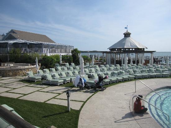 Wequassett Resort and Golf Club: Wonderdul pool area right next to room