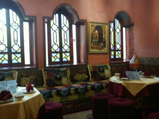 Moroccan House Hotel: eating area