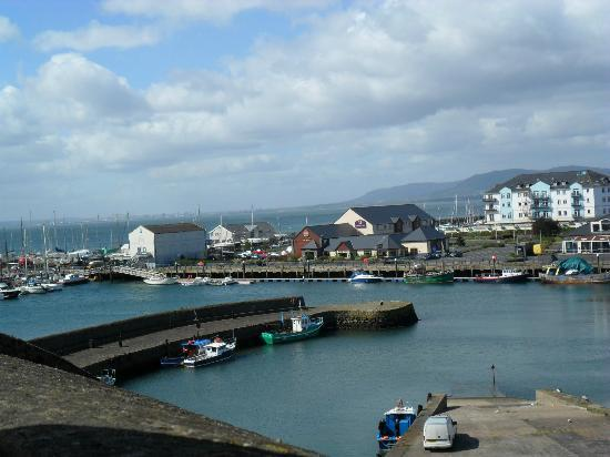 Premier Inn Carrickfergus Hotel: View of the harbour with hotel in the centre