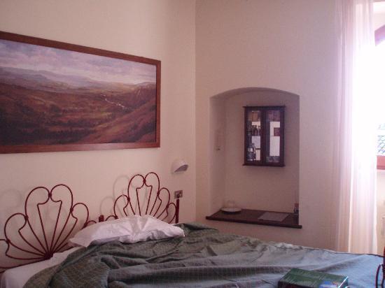 Hotel La Fortezza: 狭い部屋ですが圧迫感はないです
