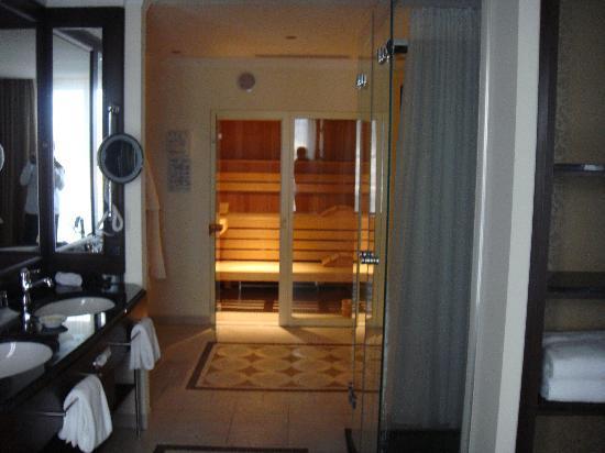 Badezimmer mit Sauna - Bild von Schloss Fuschl A Luxury ...