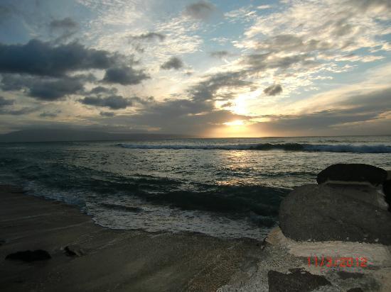 Hale Maui Apartment Hotel: Beautiful Sunset