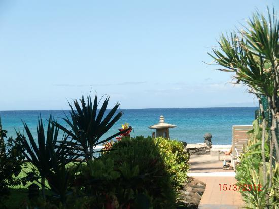 Hale Maui Apartment Hotel: Walk down to the ocean