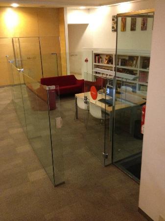 Hotel Sant Cugat : Pequeña biblioteca del hotel