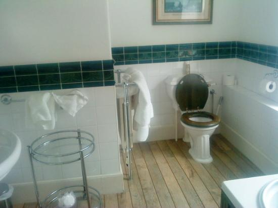 Kerrington House: nice bathroom