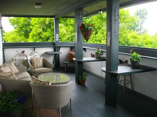 Prince County Bed & Breakfast: Upper deck with great sunsets