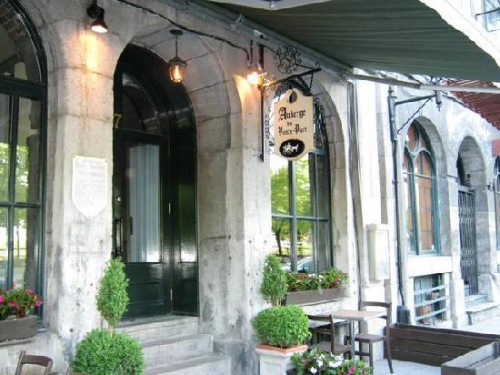 Auberge du Vieux-Port: Entryway