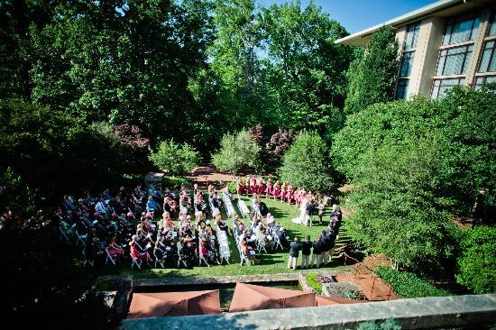 Emory Conference Center Hotel: Ceremony in the courtyard