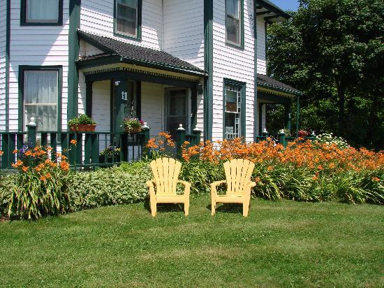 Prince County Bed & Breakfast: Front Lawn