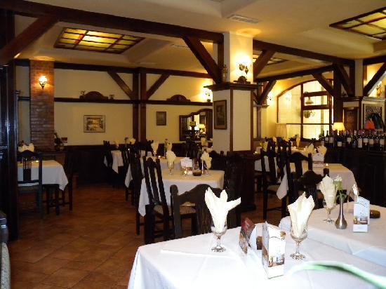 Restaurant Latino : Large Cozy Interior